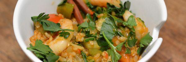 Deze Thaise rijst met garnalen is lekker pittig en makkelijk te maken. Alle ingrediënten gaan in 1 pan&na 20 minuten staat er een heerlijk gerecht op tafel.