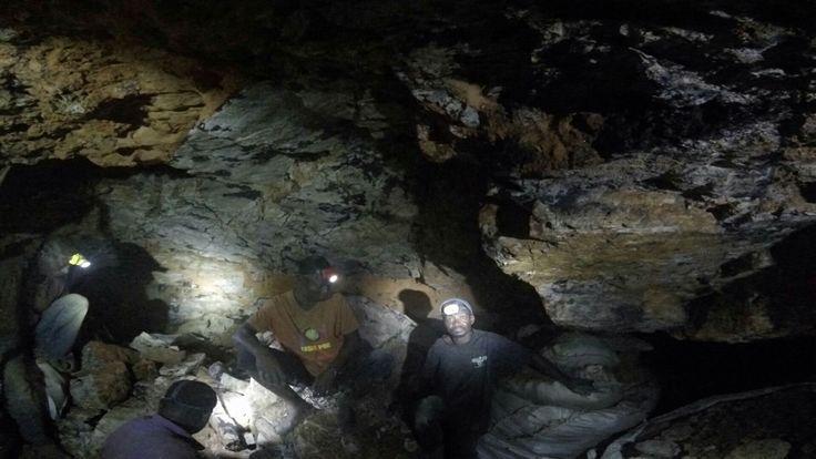De kinderen moeten hun leven riskeren voor in mijnen te gaan voor kobalt.