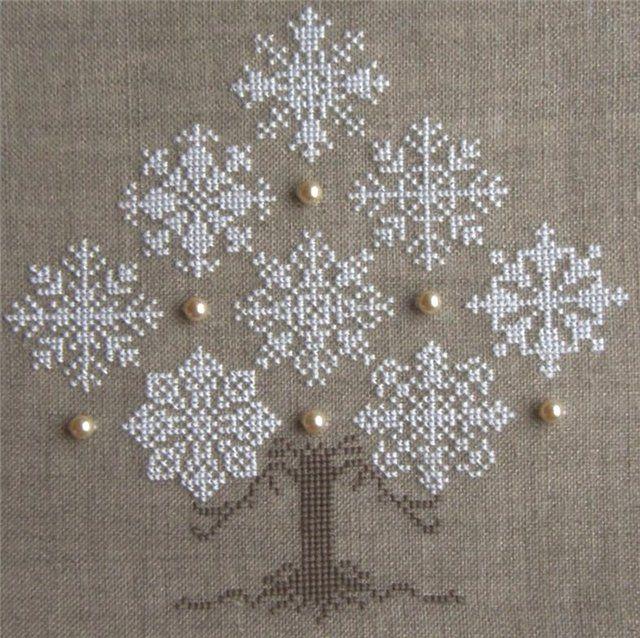 cross stitch snowflake Christmas tree (640x638, 113Kb)