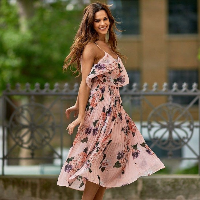 festliche Kleider zur Hochzeit - ein rosa Kleid mit schönen, kleinen Blumen und grüne Blätter