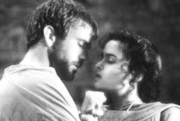 """Oh, Ophelia, if only there was someone out there who loved you."" Hamlet (Amleto) - 1990, diretto da Franco Zeffirelli, tratto dalla tragedia omonima di William Shakespeare."