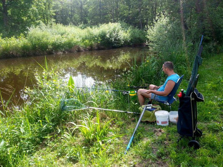 Het ultieme vissersgeluk: hengel uitgooien van af je kampeerplaats.