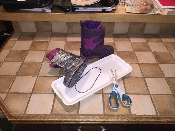 Chaque hiver, c'est la même chose. J'ai beau acheter les mégas super bottes pour mes enfants, après 20 minutes dehors, tout le monde a les pieds gelés. C'est les Internet qui m'ont appris ce petit truc simple et gratuit et, depuis que je le fais, on joue dehors jusqu'à ce que ce soit une autre…