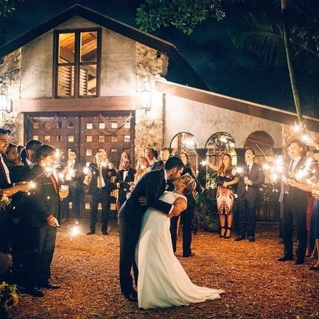 inspirasi buat yang #pengen_nikah dari : @troyhphoto    tag pasangan kamu...   #pengennikah #nikah #wedding #married #resepsi