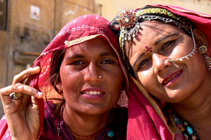 8. INDIE, Jaisalmer. Esencja kobiecości spowita w jedwabne sari i czar biżuterii. (Fot. Magdalena Panek-Magiera)