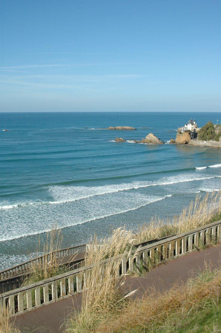 Biarritz, la Côte basque, aquitaine littoral. la plage des surfeurs .