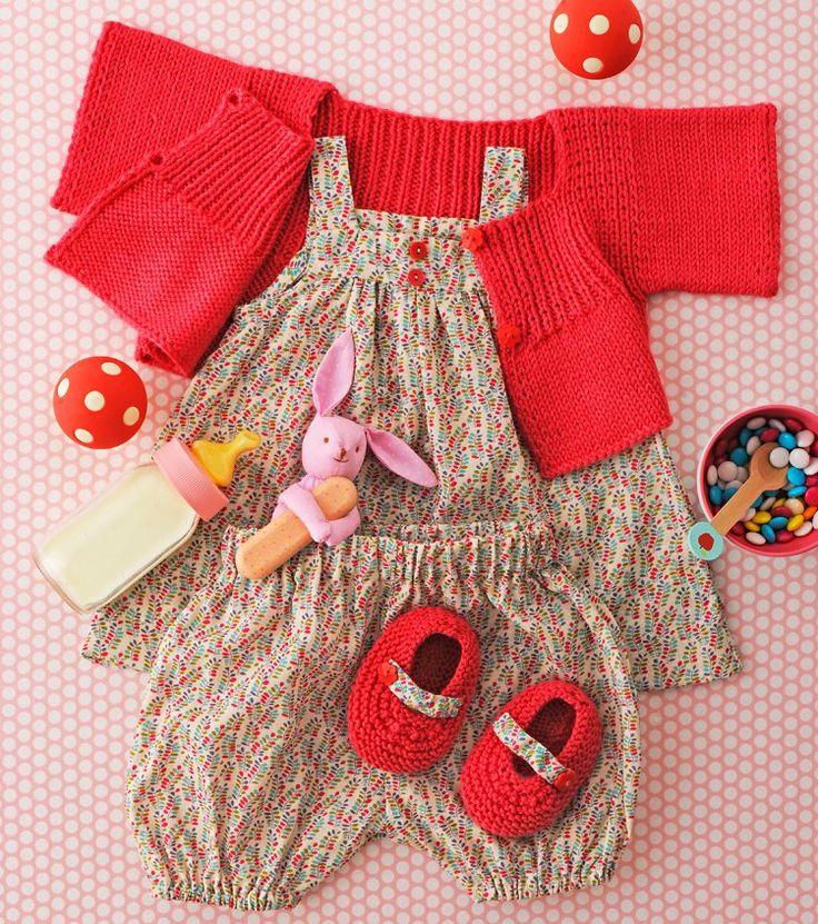 Layette à fleurs pour bébé avec gilet tricoté rouge