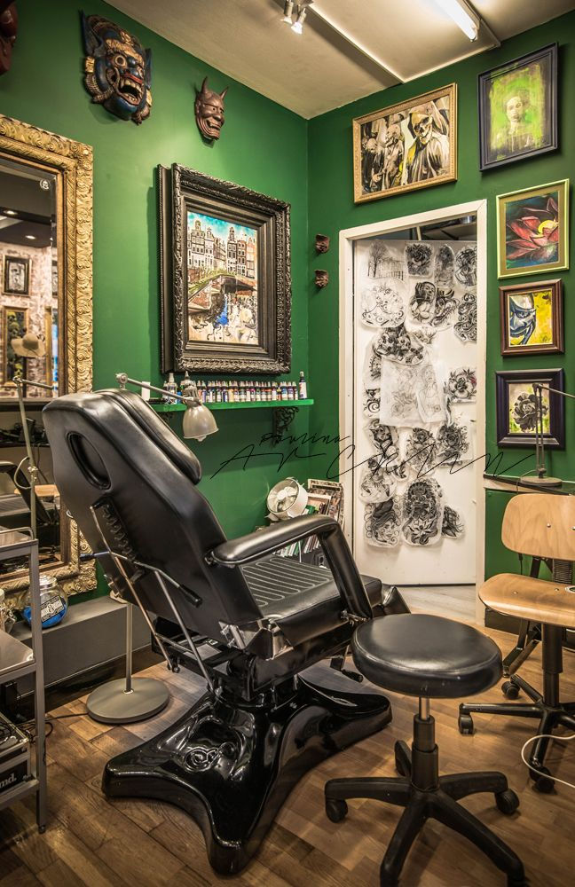 best 25 tattoo shop decor ideas on pinterest tattoo studio interior tattoos shops and gothic. Black Bedroom Furniture Sets. Home Design Ideas