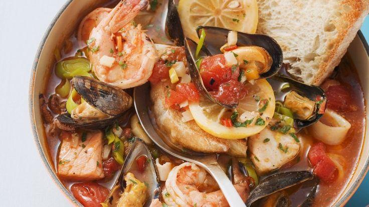Für alle Meeresfrüchteliebhaber ist dieses Gericht perfekt - Fisch-Muschel-Eintopf | http://eatsmarter.de/rezepte/fisch-muschel-eintopf