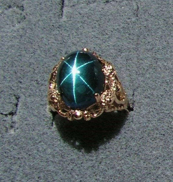 Extremely Rare VINTAGE LINDE LINDY Ceylon Blue Star Sapphire Created 14x10 mm 6+ Ct. Mounted in Modern Solid 10k Yellow Gold Ring