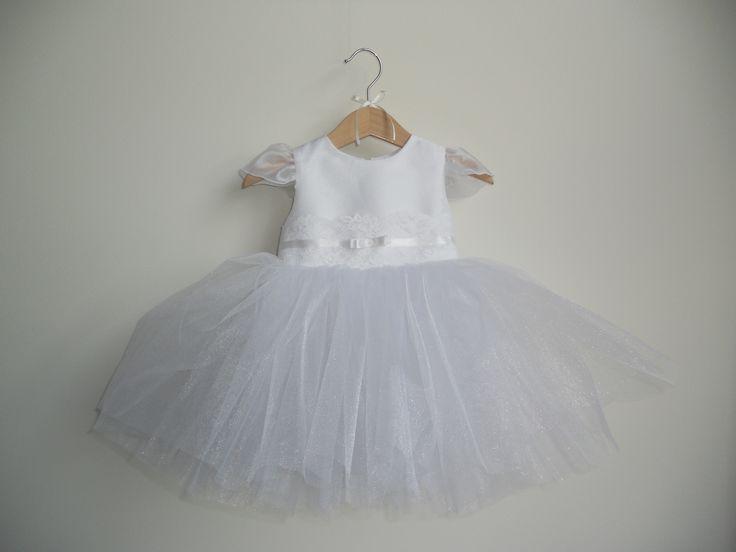 sukieneczka z błyszczącym tiulem i koronką dla małej księżniczki na chrzest lub inne większe okazje     facebook.com/pracownia.migala
