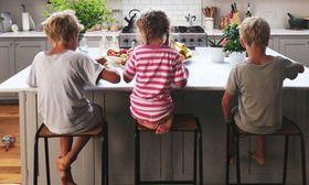 Το σχολείο της κουζίνας δίνει λύσεις σε όλα τα προβλήματα μιας μαμάς   Οι πολύ συγκεκριμένες ψυχολογικές συμβουλές δεν είναι καθόλου της προτίμησής μου. Ιδίως όταν αφορά παιδιά. Ο λόγος; Οι γονείς συχνά μπερδεύουν τον ψυχολόγο με  from Ροή http://ift.tt/2rEquxs Ροή