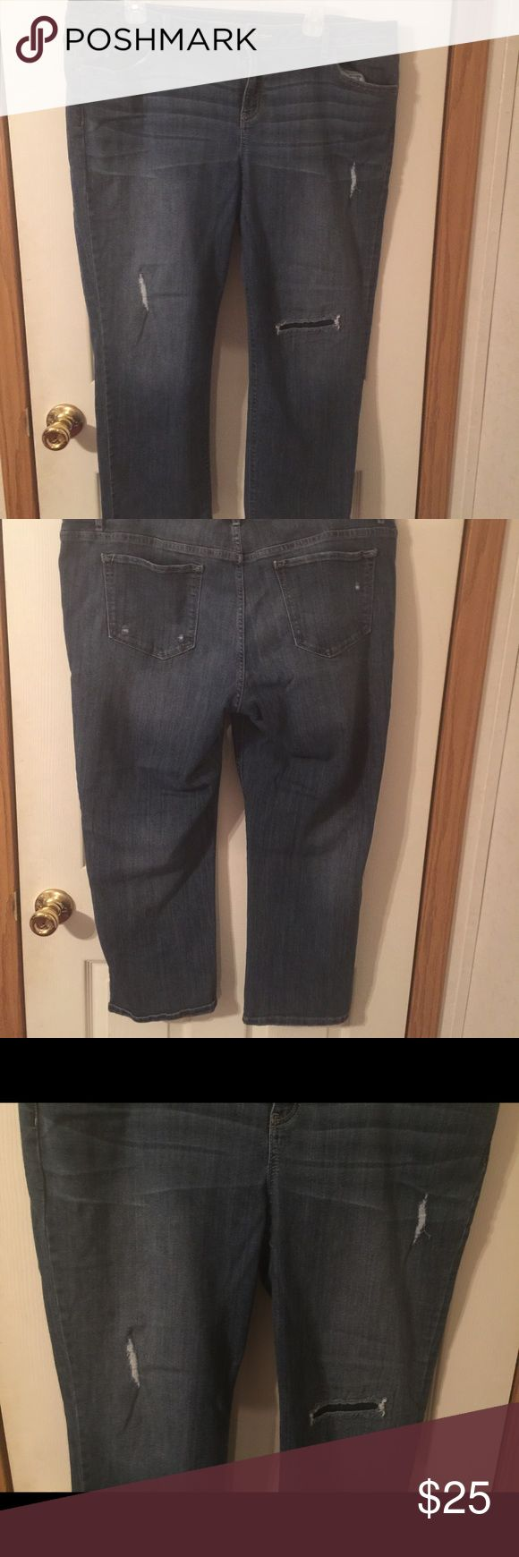 Simply Vera Wang boyfriend jeans size16. Simply Vera Wang boyfriend jeans size16. This is a great pair of factory distressed boyfriend jeans. They are in great shape. Please view all pictures. Simply Vera Vera Wang Jeans Ankle & Cropped