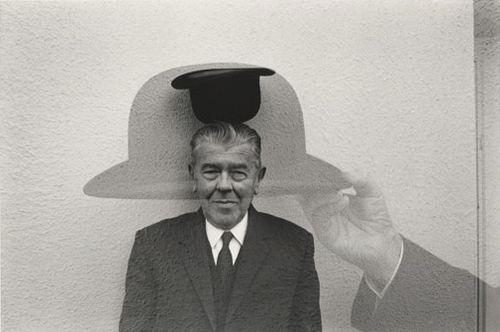 Het Musée Magritte Museum aan het Koningsplein in Brussel herbergt een kunstverzameling van meer dan 200 werken van de Belgische surrealist René Magritte.