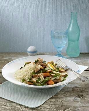 Puten-Möhren-Gulasch mit Zuckerschoten und Lauchzwiebeln in leichter Senfsoße mit Reis Rezept