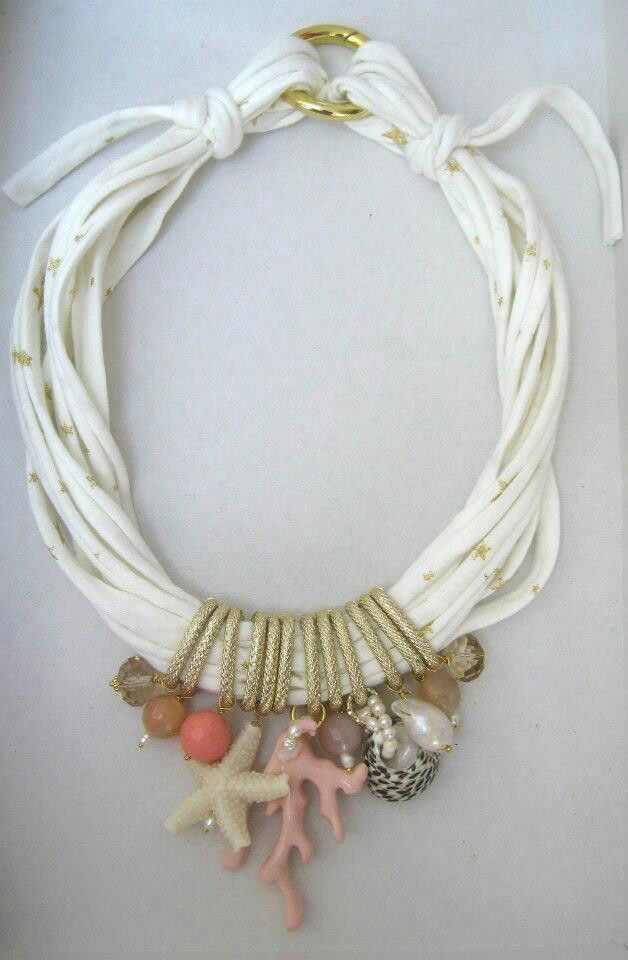 Collana di fettuccia con quarzi crash, perle barocche, perle di fiume, pasta di corallo, quarzi e resina. Notedizucchero.blogspot.com