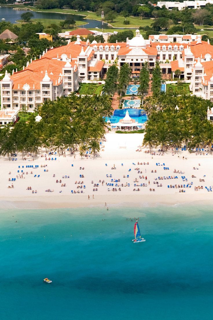 Riu Palace Riviera Maya All Inclusive - Playa del Carmen, Mexico - The hotel is on a spectacular stretch of the beautiful white sandy beach of Playacar in Mexico.