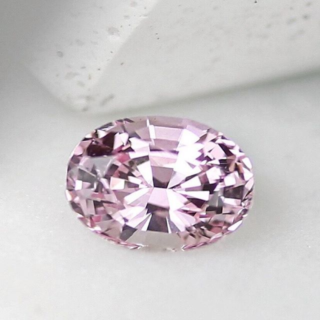 So excited by our new arrivals! 🎀 Glowing, clean pink sapphires like these are a rare occurrence without any treatments let alone in over 2 carat. A gem that can be treasured for years to come. Hand cut in Sri Lanka by our skilled cutter. Only the prettiest and brightest natural sapphires @deliqagems. 🙌  Only one available. Visit www.deliqagems.com or email sasha@deliqagems.com #pinksapphire #unheatedpinksapphire #ovalpinksapphire #diamondalternative #sapphireengagementring #...