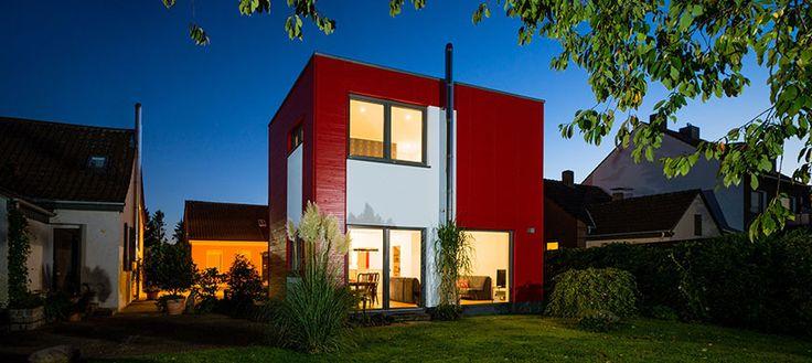 die besten 25 kubus haus ideen auf pinterest gartenhaus modern h tte fenster und ger tehaus holz. Black Bedroom Furniture Sets. Home Design Ideas