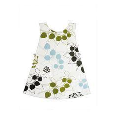 Ce tuto vous permet de réaliser un joli tablier-robe pour les petites filles, sages et moins sage ! Un tablier pour la cuisine, la peinture, la poterie et toutes les activités créatives des petites mains.