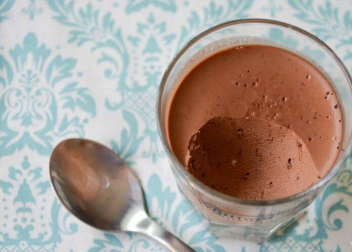 Prosty pudding z mleka kokosowego i czekolady