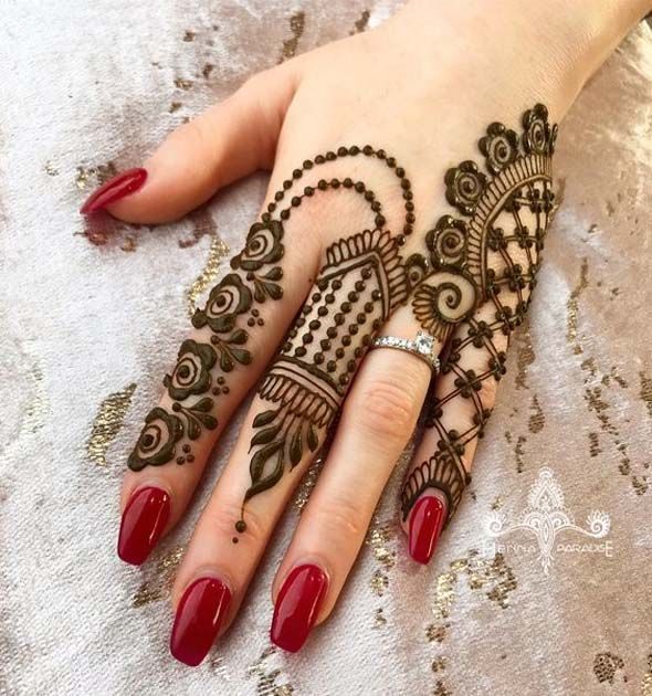 Top Bracelet Mehendi Designs That Are Trendy And Stylish