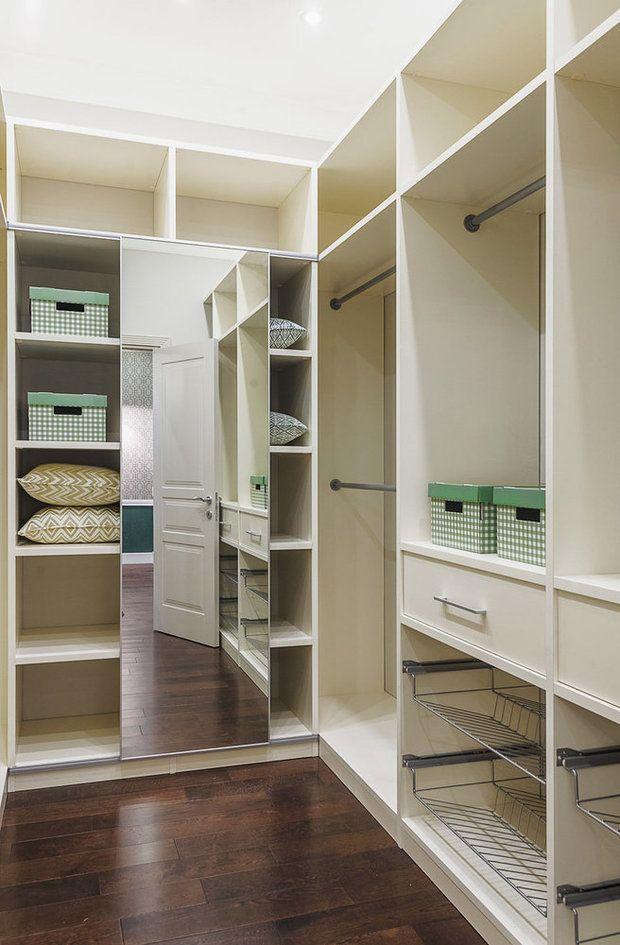 Чтобы гардеробная была удобной, системы хранения, полки, секции должны быть продуманы до мелочей. Рассказываем, что нужно учесть при планировании гардероба для женщины, мужчины и для семьи