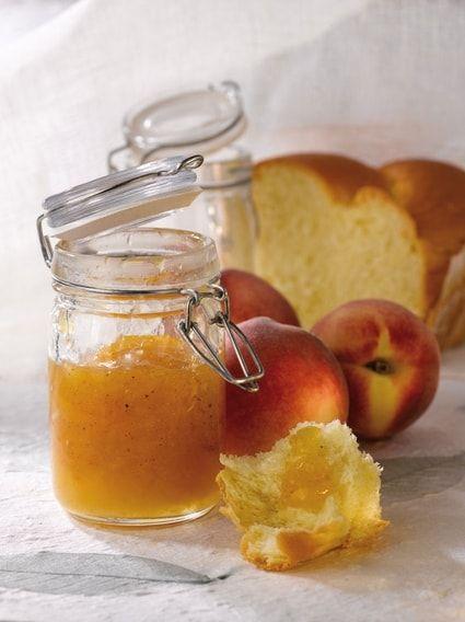 CONFITURE PECHES / EPICES DOUCES & GINGEMBRE (10 pêches, 500 g de sucre, 50 g de gingembre frais, 1 c à c d'épices douces (cannelle, girofle, citronnelle), 1 jus de citron)