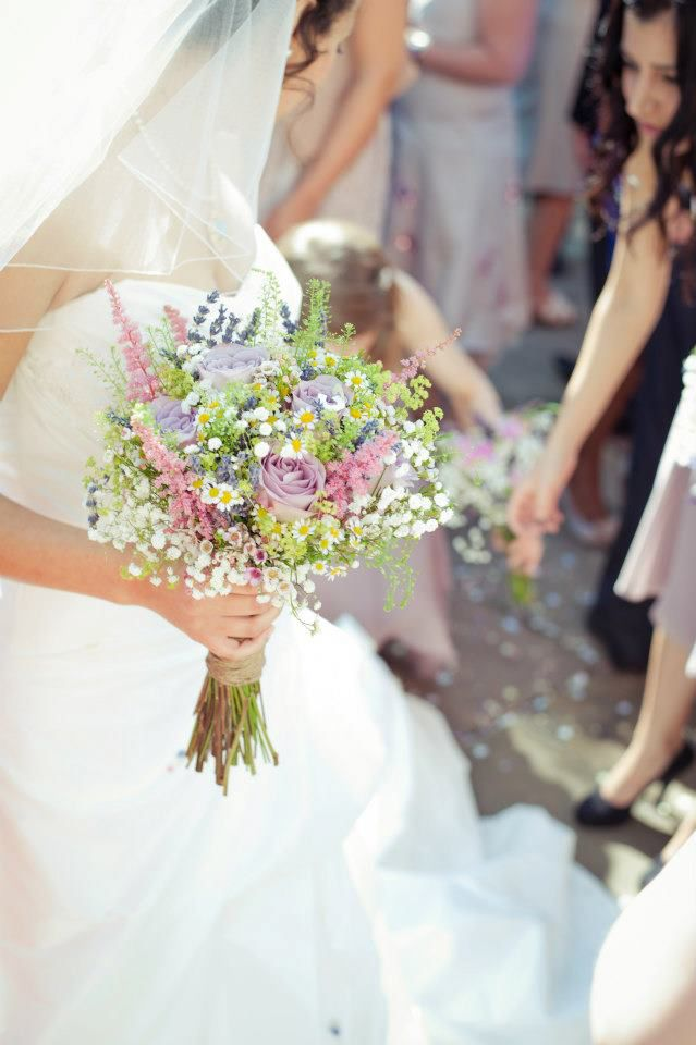 Ahlam's 'prettier than pretty' bouquet was created by Sue Prtichard from The Lavender Hill Company.