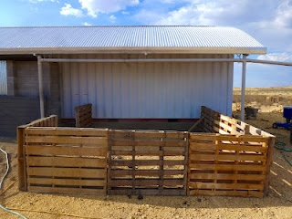 Nice Pallet pig Pen~ but I will have slats run other direction because some pigs will try to climb, believe it or not :)