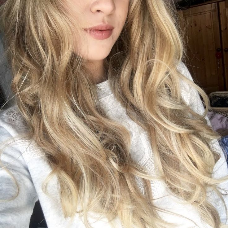 Preen.Me VIP Jessica T creates soft curls with ease using her gifted L'Oreal Paris Studio Pro HEAT IT Hot & Big Styling Spray. #WhoDoYouWantToBeToday? Amplify your look by clicking through.