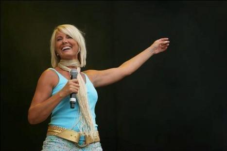 Dana Winner Uit Hazes Concert Geknipt Hln Be Concert