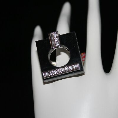 QUALITY RHODIUM PLATED RING WIH CRYSTALS