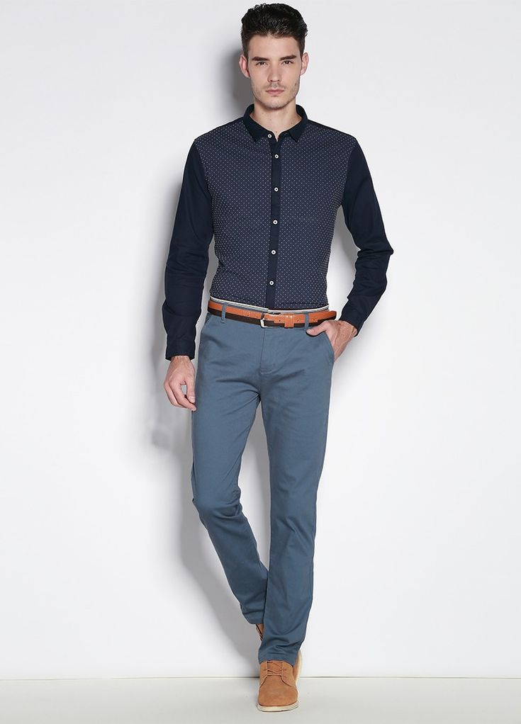 Mi papel se centra básicamente en analizar las tendencias actuales y futuras de la moda para hombre, y lo que creemos que nuestros clientes van a comprar y a llevar. Mi responsabilidad es transmitir la moda a nuestros diferentes diseñadores y a los distintos equipos de moda masculina.