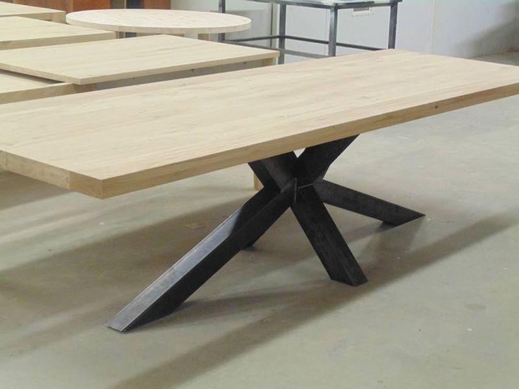 Eettafel_eiken_zwart_staal_kruispoot | Te Boveldt Meubelmakerij & Interieurbouw