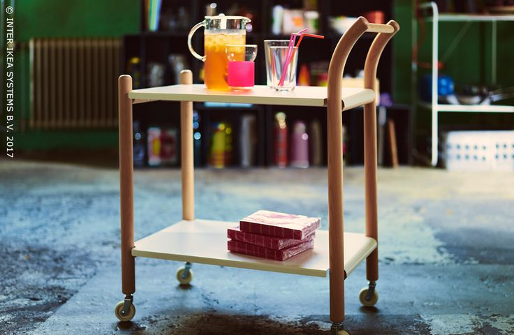 Kies voortaan voor vrijheid en … LEEF! Multifunctioneel en makkelijk te verplaatsen, met dit mobiel tafeltje kan je stijlvol eten en drankjes serveren, waar en wanneer je maar wilt. IKEA PS 2017 Bijtafel op wielen, 89,90/st. #IKEABE #Liveit #IKEAPS2017  Choose your freedom and … LIVE! Multifunctional and easy to move, with this side table you can stylishly serve diner and drinks, wherever, whenever. IKEA PS 2017 Side table on wheels, 89,90/pce. #Liveit #IKEAPS2017