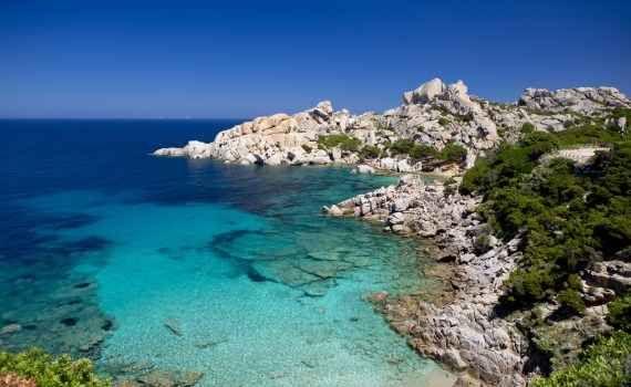 Estate in Sardegna: da non perdere In vista delle vacanze vacanze estive vi proponiamo qui gli itinerari più belli per l'estate in Sardegna. Per una vacanza indimenticabile all'insegna di mare, natura, cultura, sport e gastronomia. #sardegna #estate #mare #vacanze #italia