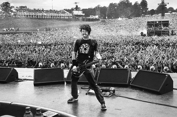 Дэйв Грол «ненавидит», когда группы играют старые альбомы http://muzgazeta.com/interview/201442582/dejv-grol-nenavidit-kogda-gruppy-igrayut-starye-albomy.html