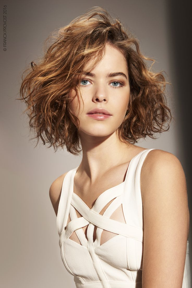 A bob with a slight oval outline, rounded at the edges to add softness. Slight layering over the last 3-4cm emphasizes the wavy look.  Franck Provost Confidence Professionnelle Ocean Spray has been applied to add texture and create wavy, tousled curls.  #FPAUS #franckprovostsalons #5starexperience #franckprovost #franckprovostparis #ParisWildBlond #IndianSun #myIndianSun #haircontouring #contouring #hair #hairdo #shorthair #curl #wavy #wild #hairstyle #hairdresser #hairsalon