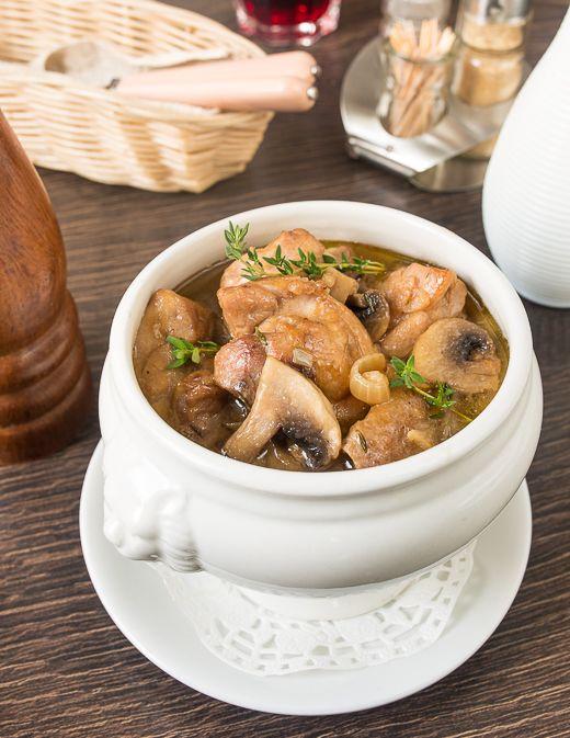 Курица с грибами, тушенная в пиве