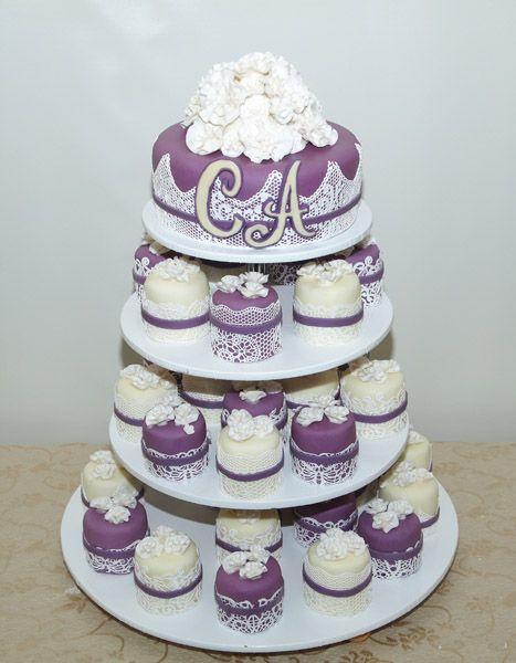 эксклюзивные десерты на заказ 9796 капкейки сиреневые и белые с тортиком