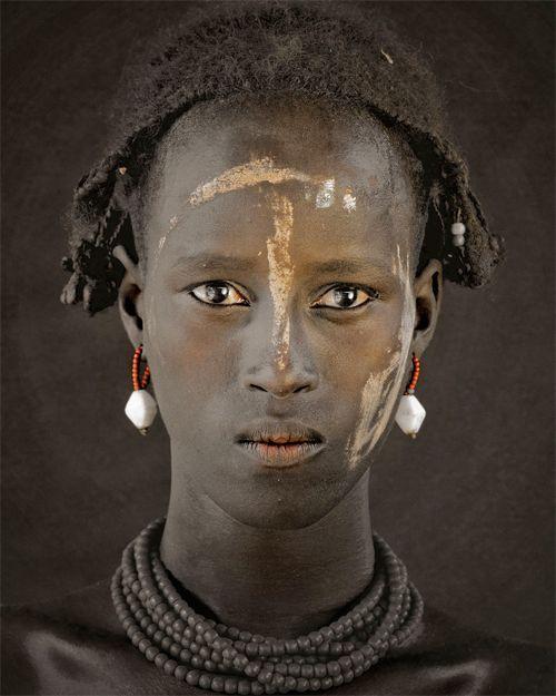 ジミー・ネルソン(Jimmy Nelson) > BEFORE THEY PASS AWAY(http://www.beforethey.com/) > (彼らが消えて行く前に) > 少数民族の文化を記録したプロジェクト > ダサネチ (エチオピア-ケニア-スーダン)