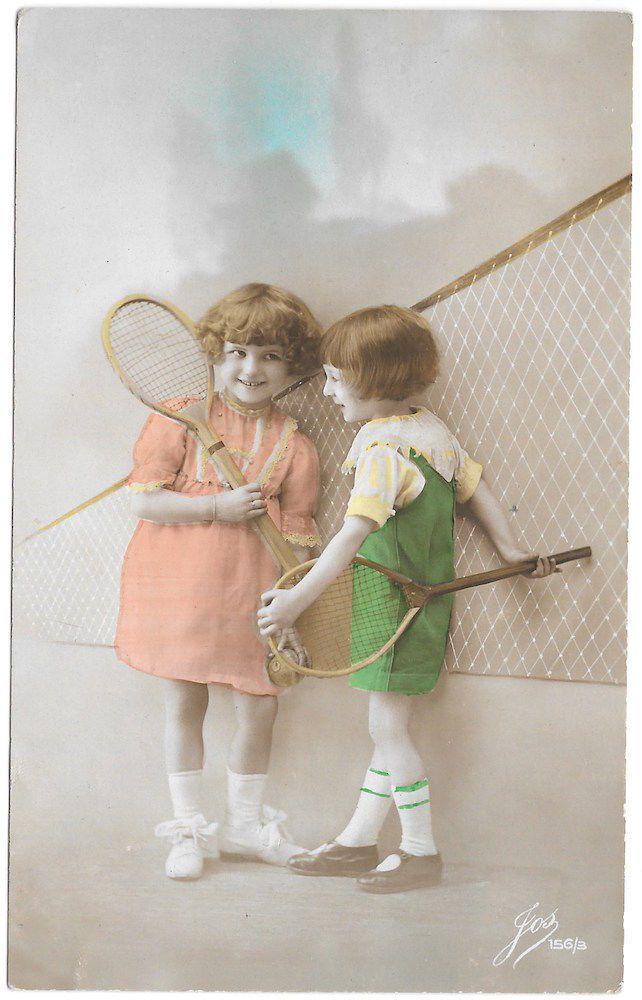 тонированный реальное фото открытка две милые девочки с теннисные ракетки ~ 99729 | eBay