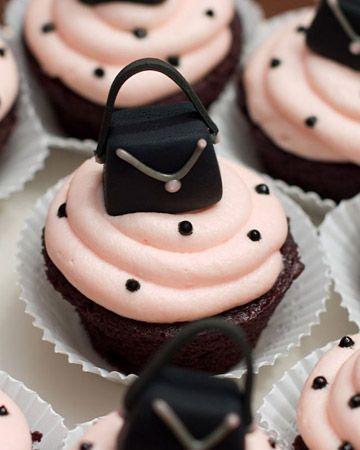 Handbag Cake. Learn how to create your own amazing cakes: www.mycakedecorating.co.za #fashioncake #designercake #bagcake
