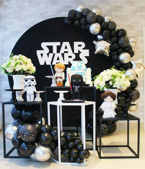 A Star Wars Birthday can be a pretty difficult thing to plan. Star Wars Party Decorations, Birthday Party Decorations, Party Themes, Birthday Parties, Decoration Party, Birthday Cakes, Party Ideas, Happy Birthday B, Star Wars Birthday