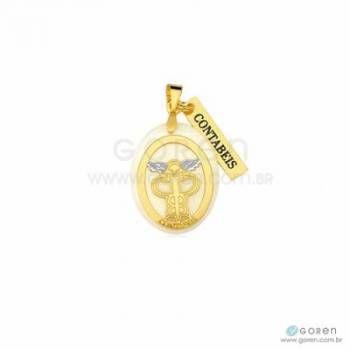 Pingente contábeis folheado a ouro com acrílico perolado e detalhes em banho ródio.