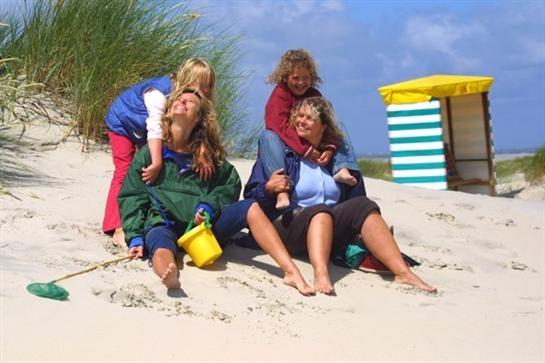 """Im Jahr 2010 förderte die Fernsehlotterie den Bau und die Ausstattung einer Multifunktionshalle für die Mutter-Kind-Klinik """"Haus am Meer"""" auf Borkum in Niedersachsen mit 200.000,- Euro."""