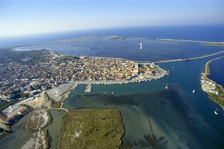 Δεκαετία του '90. Η ανατολική παραλία της πόλης της Λευκάδας πριν την κατασκευή της Μαρίνας το 2002.