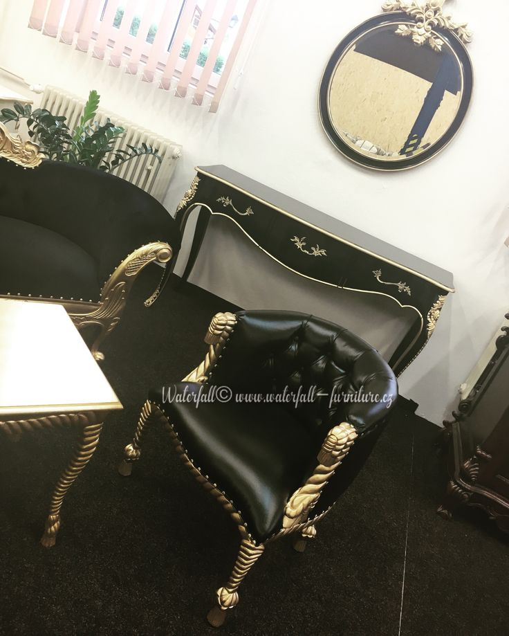 Black chair, console table with black and gold mirror in our showroom, zlaté křesílko, konzolový stolek se zrcadlem, černo zlatý retro zámecký nábytek, black and gold furniture