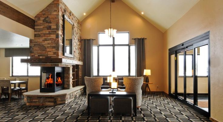Alpine Inn Frisco This hotel is within 30 minutes' drive of Breckenridge, Keystone and Copper Mountain Ski Resorts.  It serves a daily continental breakfast.  All guest rooms offer free Wi-Fi.  A flat-screen cable TV is provided in each room at Alpine Inn.